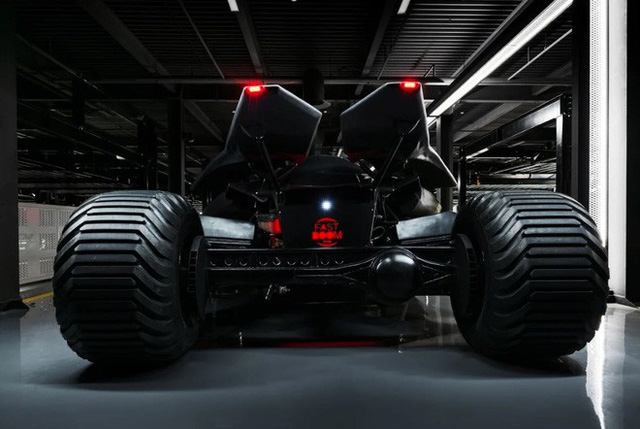 Batmobile is looking for a new owner: The price of nearly 20 billion, equipped with thermal imaging camera, bulletproof glass, can attach machine guns - Photo 2.