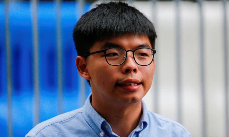 Joshua Wong responded to the media on October 29 in Hong Kong. Photo: Reuters.
