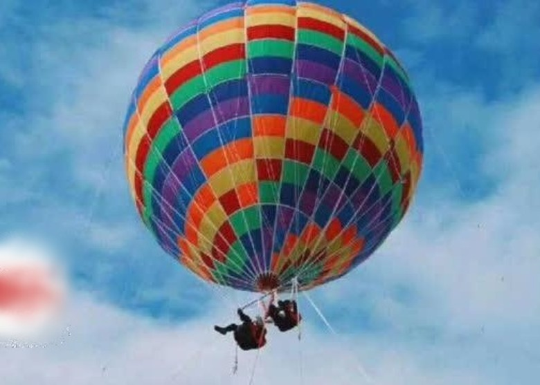 Tourism balloon off line, mother and child visitors died carpets