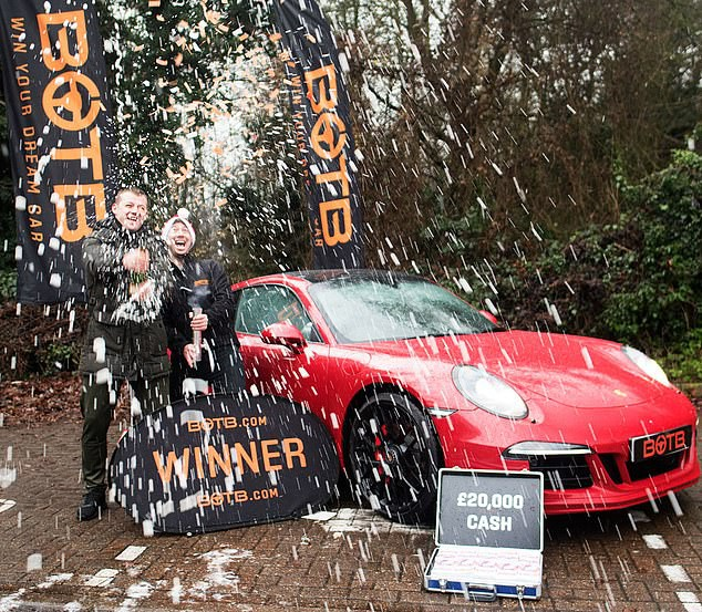 Red corner: Win a Porsche, this guy sold his house and then won another Porsche - Photo 1.