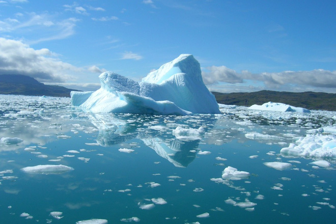 An engineer wants to coat millions of tiny glass beads on the North Pole, reflecting sunlight to prevent the ice from melting - Photo 1.