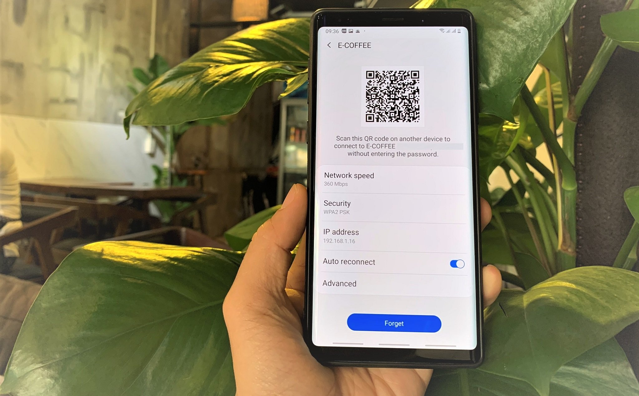 [Cơ bản/Android] Scan the QR code to share WiFi without typing passwords