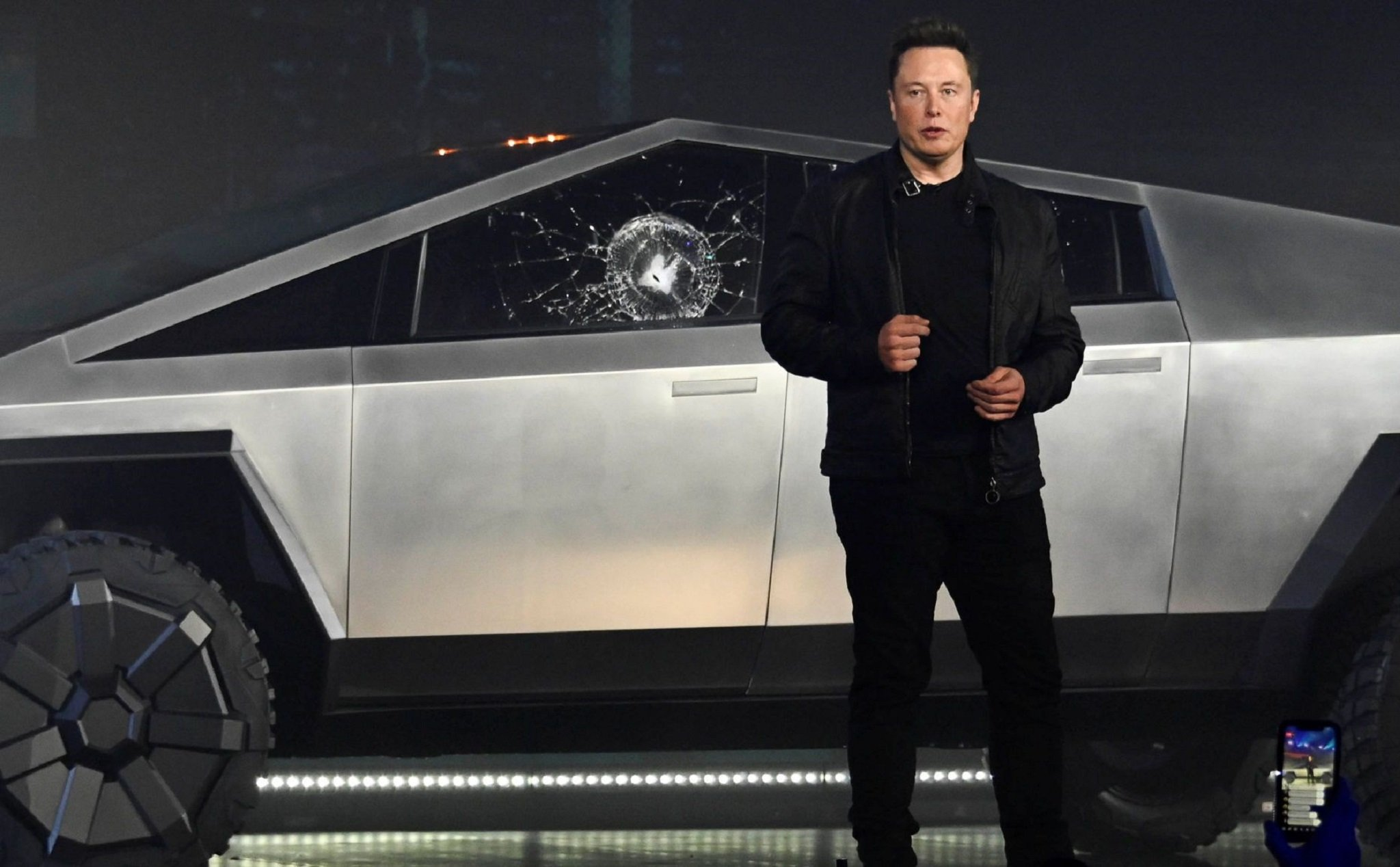 Elon Musk explained why the Cybertruck glass was broken during the launch