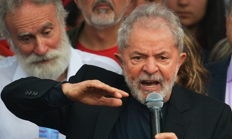 Former Brazilian President Luiz Inacio Lula da Silva addressed a crowd of supporters after leaving prison in the southern city of Curitiba, on November 8. Photo: AFP.