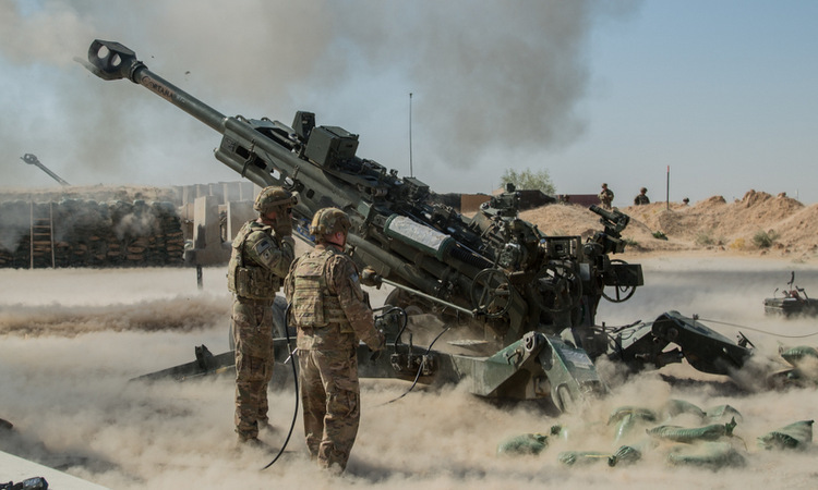 US troops fire artillery to support Iraqi troops in September. Photo: US Army.