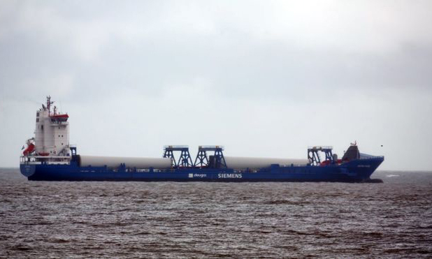 The turbine ship carried 21 Albanian migrants to the coast of Great Yarmouth, Norfolk, England, on September 24. Photo: BBC.