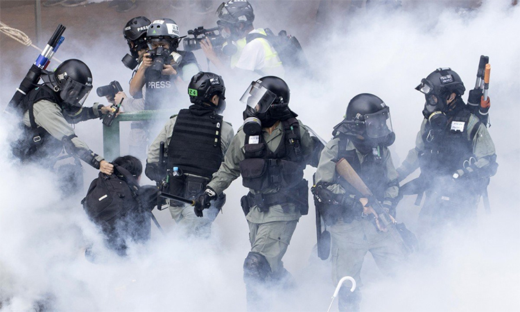 Riot police arrested protesters at Hong Kong Polytechnic University on November 19. Photo: AP.