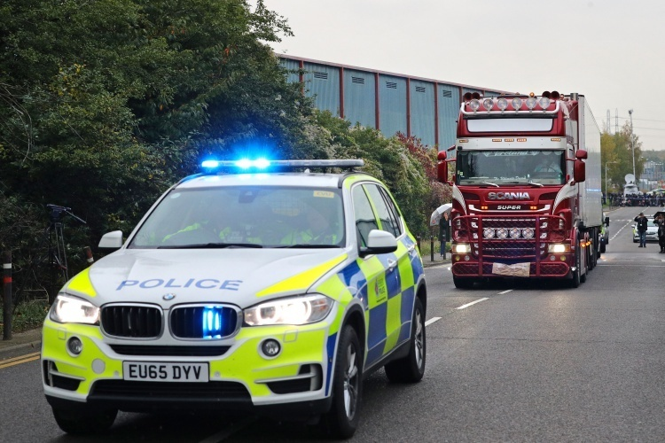 British police brought a truck carrying 39 bodies found in Essex County out of the scene on October 23. Photo: Reuters.