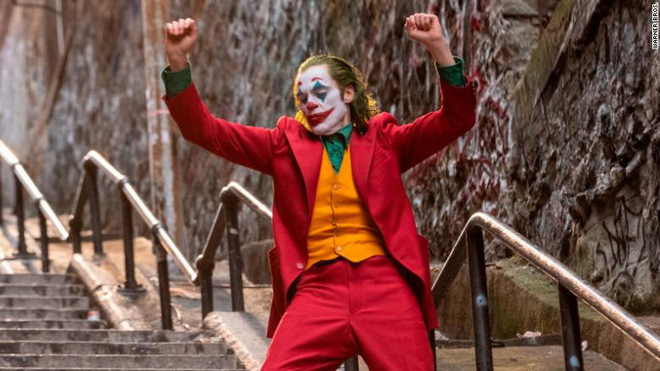 The luckiest fan of the year: Directly watch the Joker dance crazy on the stairs before the blockbuster hit the cinema - Photo 1.