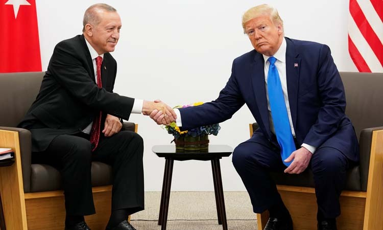 US President Donald Trump (right) shakes hands with his Turkish counterpart Recep Tayyip Erdogan at the G20 summit in Osaka, Japan on June 29. Photo: Reuters.