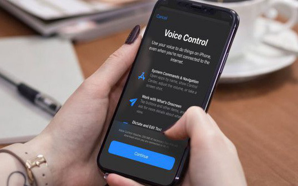 How to activate and use the voice control feature