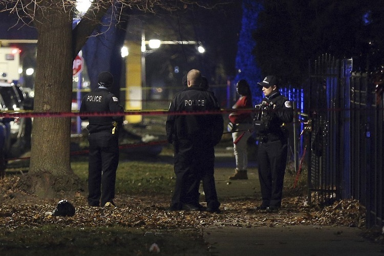 Chicago police blockade the scene of the shooting on December 22. Photo: AP.