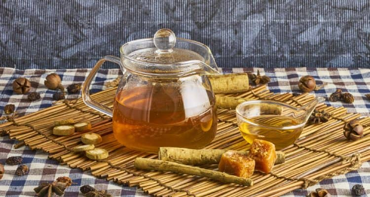 Burdock tea: Benefits and precautions when drinking