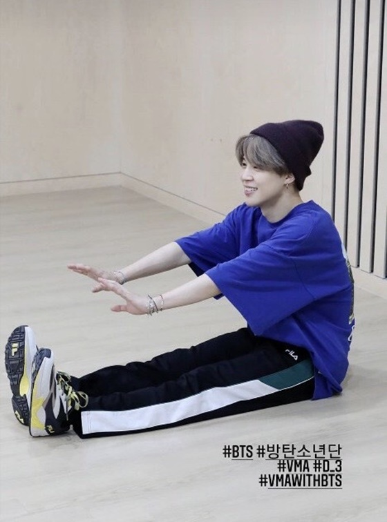 BTS Jimin, choreography practice'shiny beauty'... T-shirts are sold out again'Jimin Power'