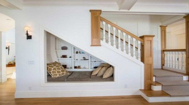 10 great ideas to fill the void under the stairs
