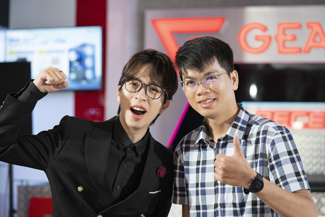 The close friends of GearVN director - ViruSs came to congratulate the showroom extremely, but fans realized the lack of president Eel Thanh Do - Photo 1.