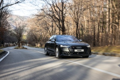 2021.01.23.  19,580 read Covertly Smooth, Audi S8 & Land Rover Defender MotorTrend 29