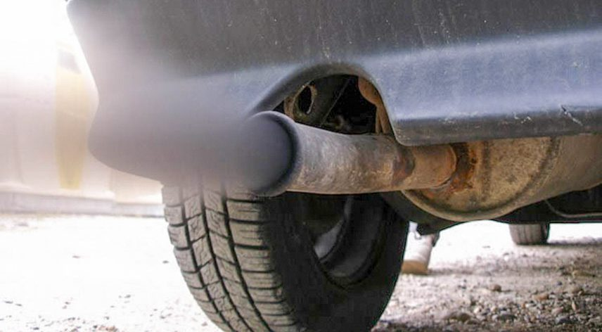 The cause of cars causes an unpleasant odor of exhaust gas
