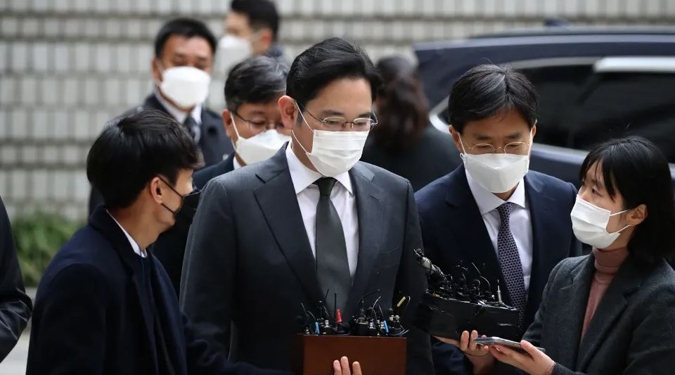 The Samsung heir apologized for having to go to jail again, asking employees to continue working - Photo 1.
