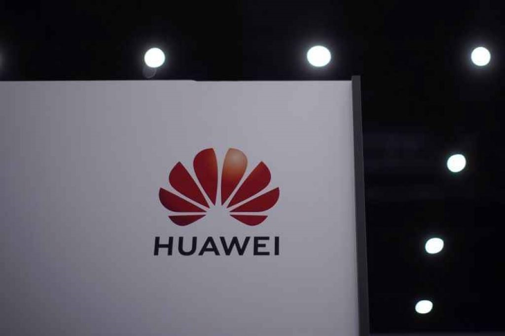 """Trump continued to """"blow"""" with Huawei before leaving the White House - VnReview"""