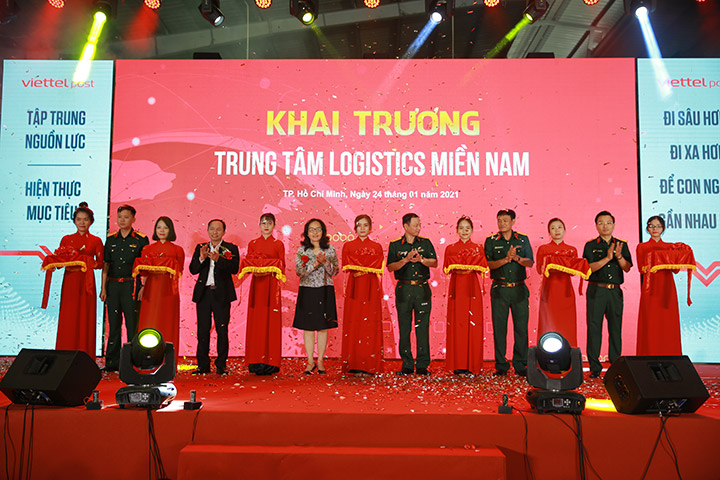 Viettel Post opens an automatic logistics center in Ho Chi Minh City - VnReview