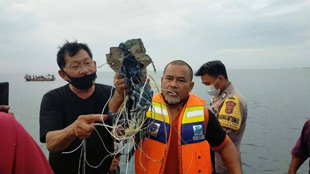 Found bodies and fragments suspected of Boeing 737-500 Indonesia