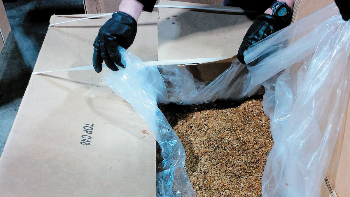 tobacco smugglers Smoke fines of nearly $ 2.4 million