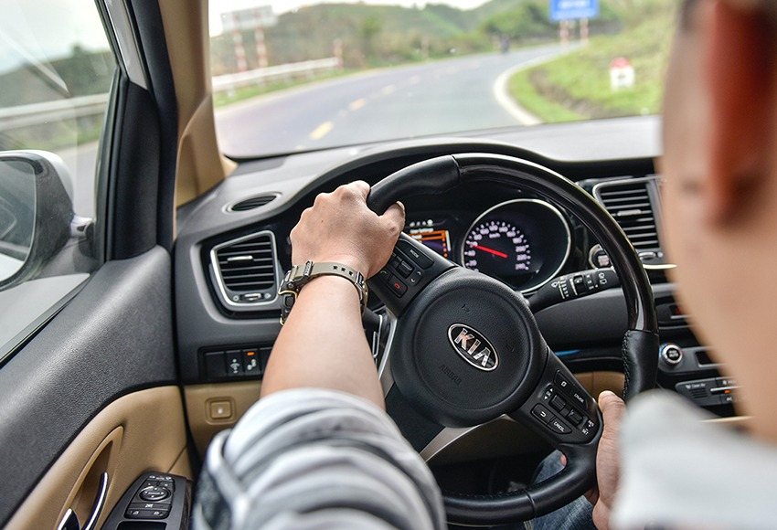 Guide the techniques of driving the car accurately and safely
