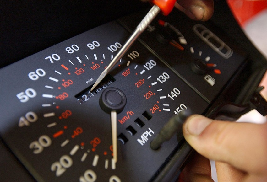 How to know the car is rewinding the speedometer
