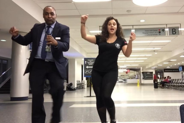 Missing the flight instead of being angry, the girl videoed dancing through the night at the airport