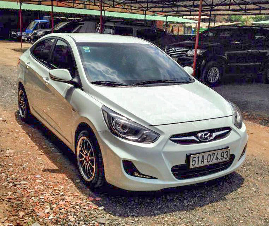 King tested to buy Hyundai Accent 2011