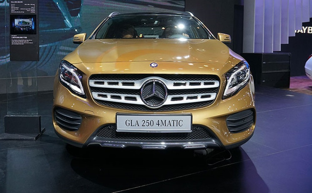 Compare Mercedes-Benz GLA and Audi Q3: Audi looks out of place