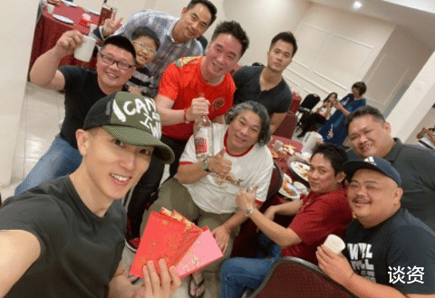 41-year-old Wu Zun participated in the class reunion and looked as strong as a boy.