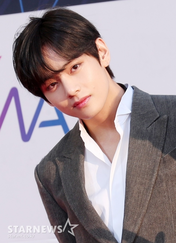 15 songs including BTS V's own song'Snow Flower' were listed..'Kim Tae-hyung's Music World' with a healing sensibility