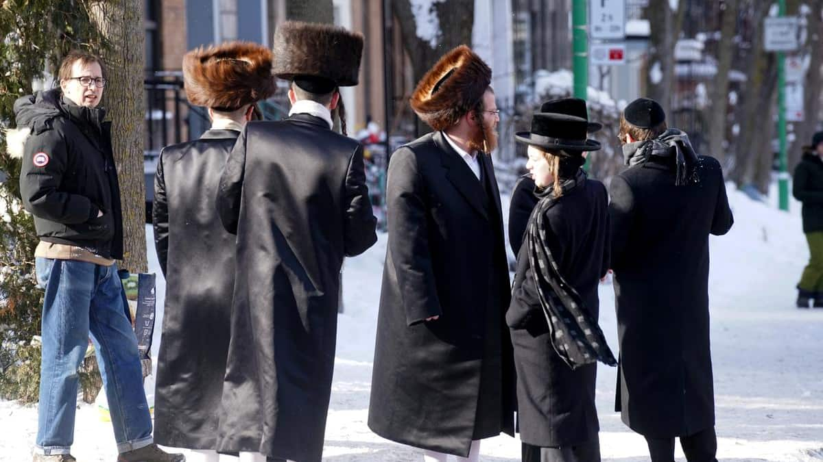 10 people per room The Court rules in favor of Hasidic Jews