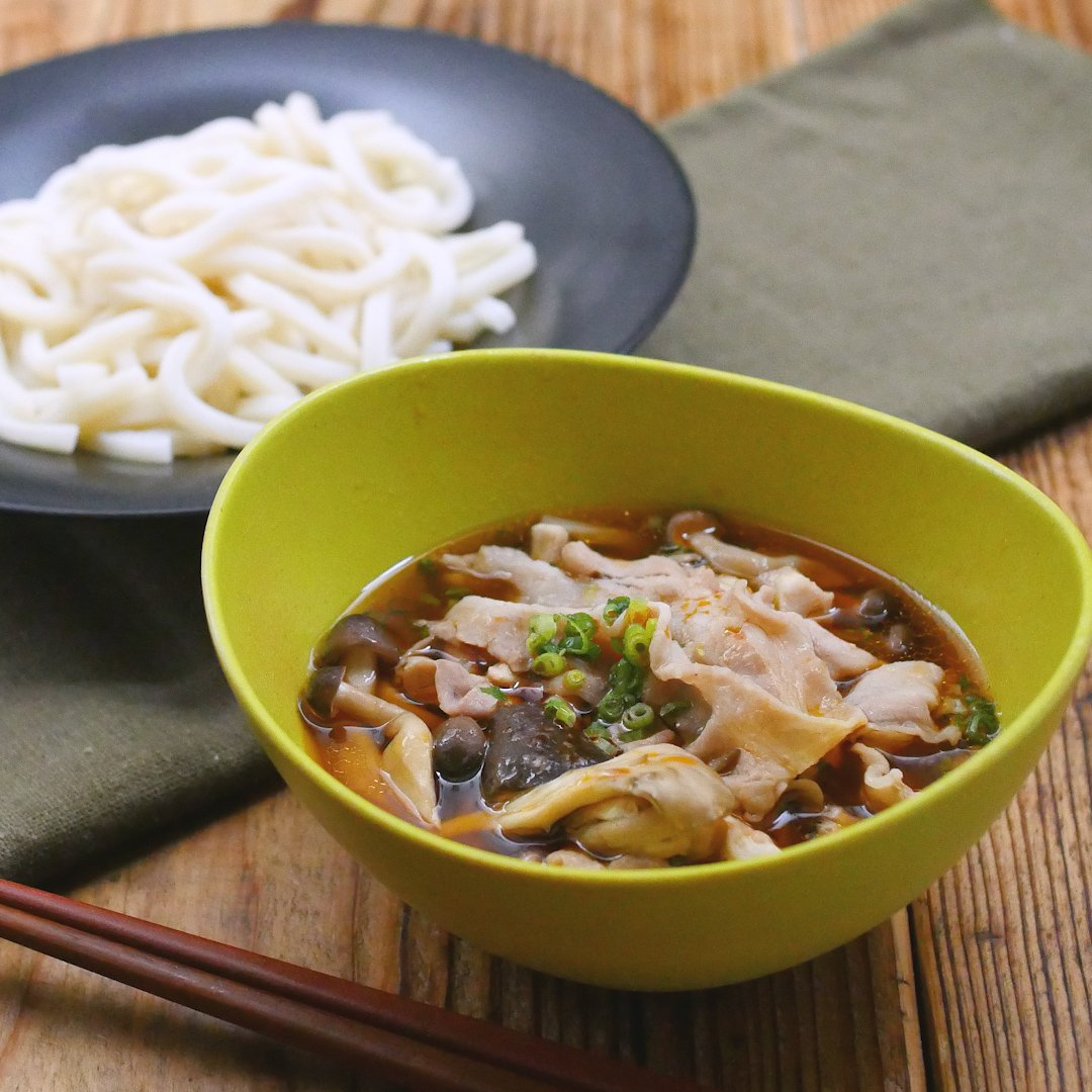 Easy in the recipe range!This spicy udon noodles with pork