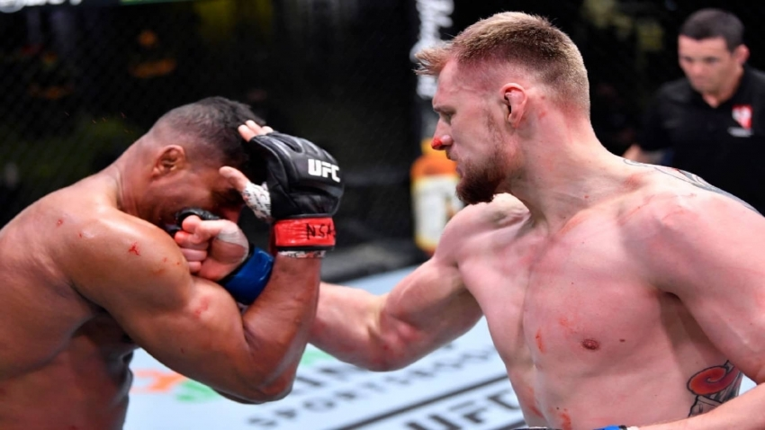 Alexander Volkov is very close to winning the title after defeating Alistair Overeem
