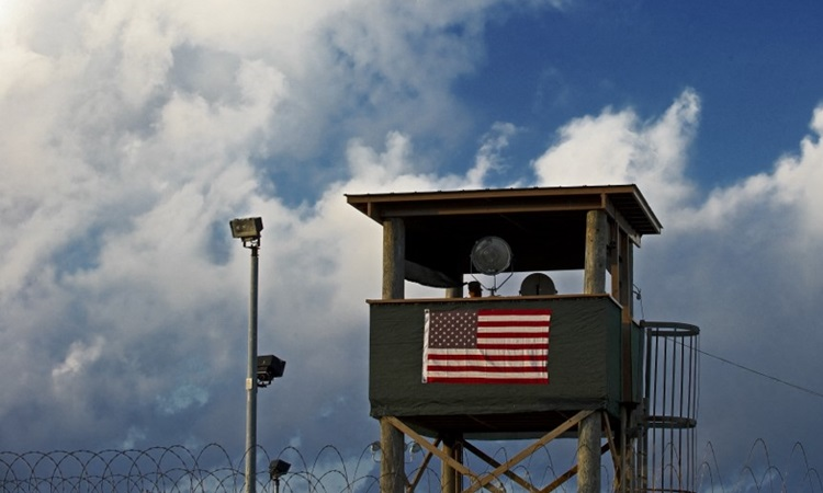 American soldiers stand guard at a guard at Camp Delta, part of the Guantanamo Bay Detention Center in 2010. Photo: AFP.