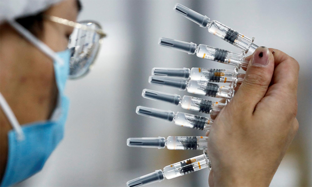 A worker inspects batches of products at Sinovac's vaccine factory, September 2020.  Photo: Reuters.