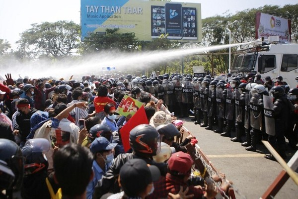 Demonstration recurred in Myanmar, troops raided NDL party headquarters