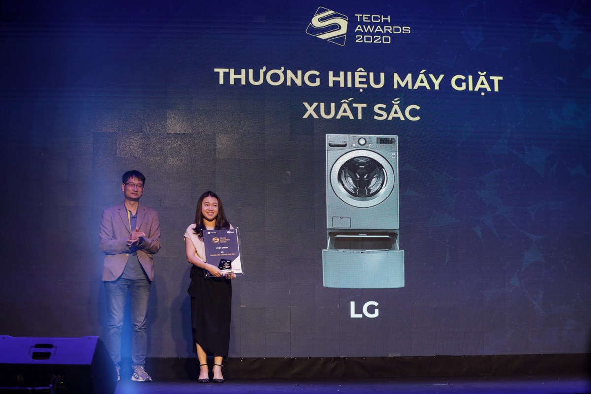 LG representative received the award for Excellent washing machine brand