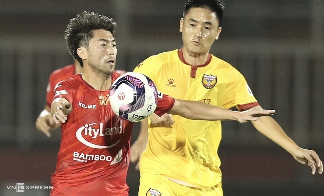 Lee Nguyen debuted in the HCM City club shirt in a 2-0 victory over Ha Tinh on January 24.  Photo: Duc Dong