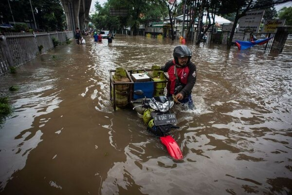 The Indonesian capital was flooded, thousands of people evacuated