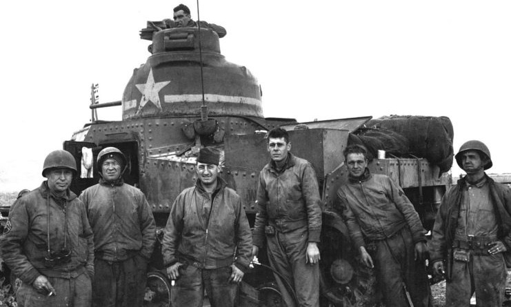 The American M3 tank crew in Tunisia at the end of 1942. Photo: War History.