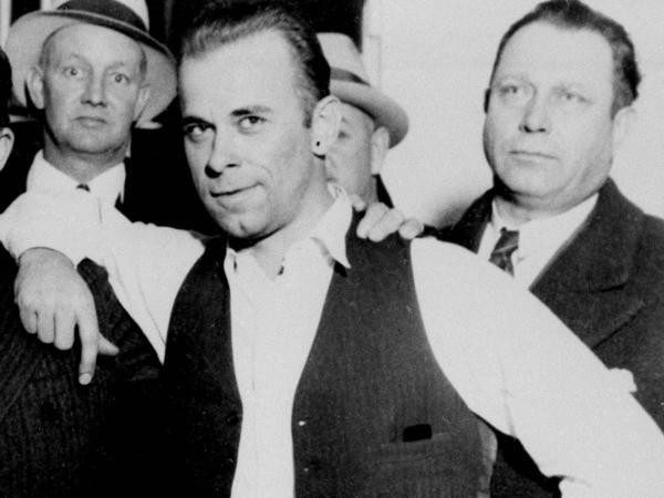 The most notorious bank robber in American history - photo 2