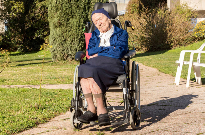 The second oldest woman in the world survived Covid-19 miraculously, setting a record at the age of 116 - Photo 1.
