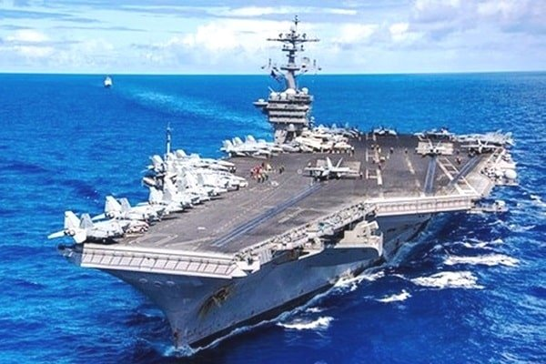 Two groups of US aircraft carriers conducted exercises in the South China Sea