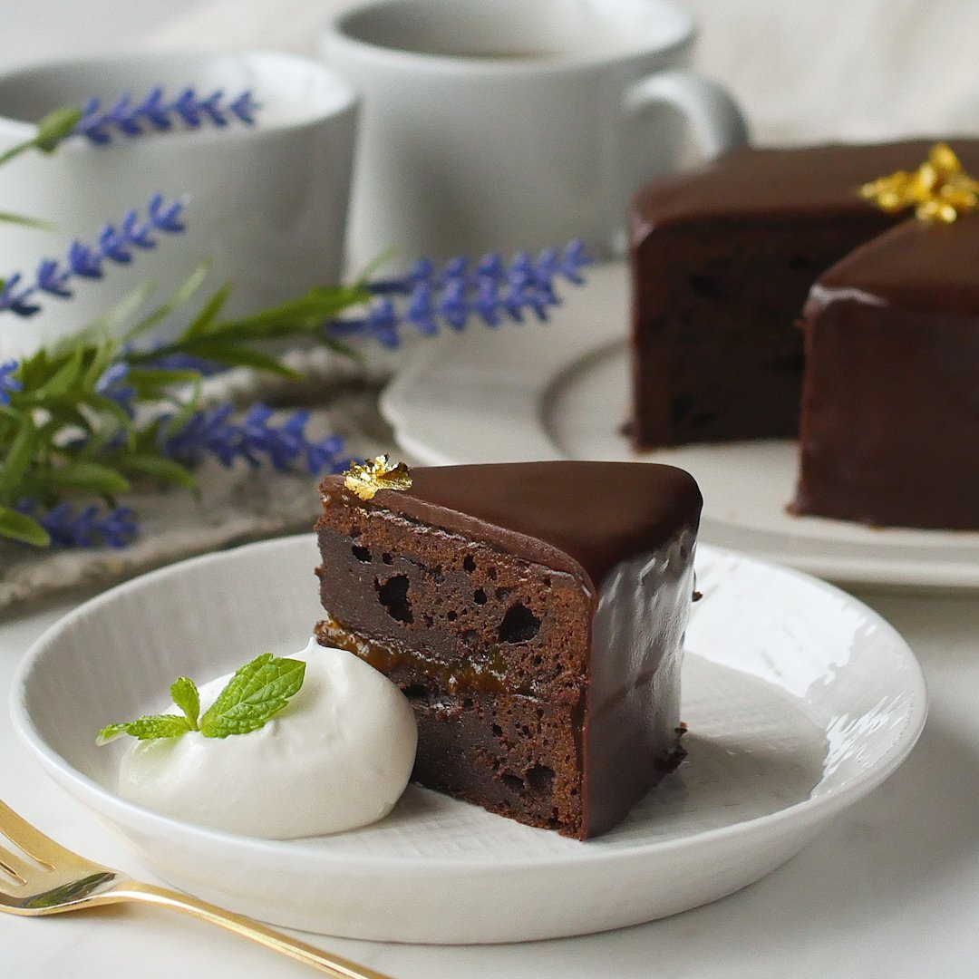 recipe Easy Sachertorte at home. Make the king of cakes Valentine's Day.