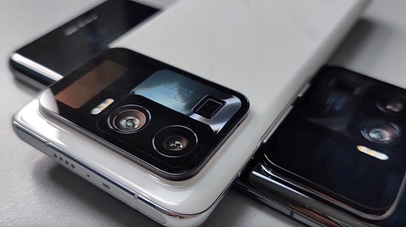 Xiaomi Mi 11 Ultra hands-on video shows off massive camera bump with 3-camera array, built-in screen: Digital Photography Review