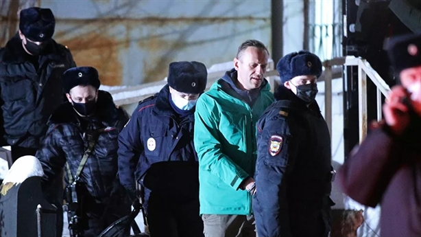 Russia arrested brother Navalny, fined social network